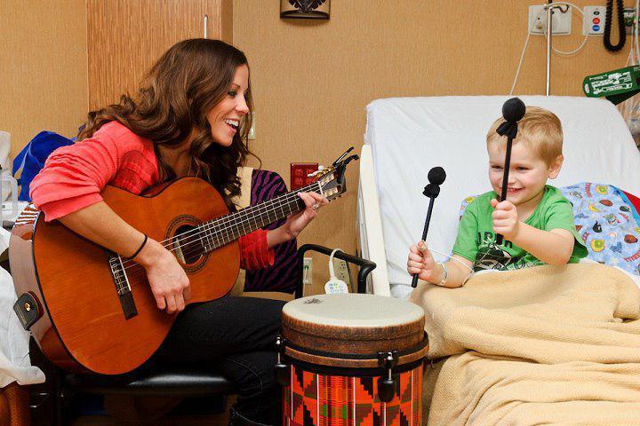 آغاز موسیقی درمانی و اهداف موسیقی درمانگر برای کودکان