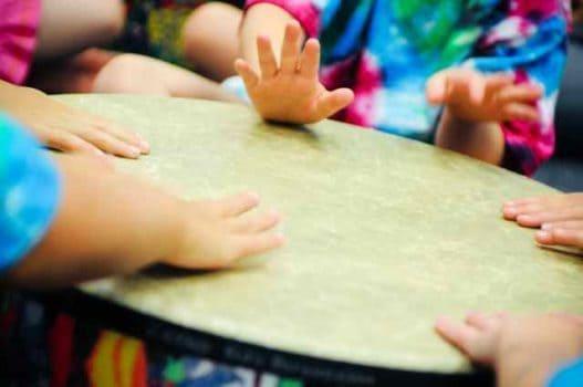 تاثیر موسیقی درمانی در کودکان و عملکرد های آن ها