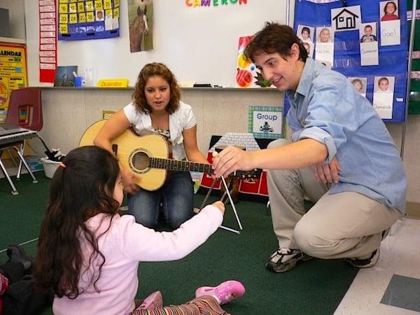 فرآیند موسیقی درمانی توسط موسیقی درمانگر ها