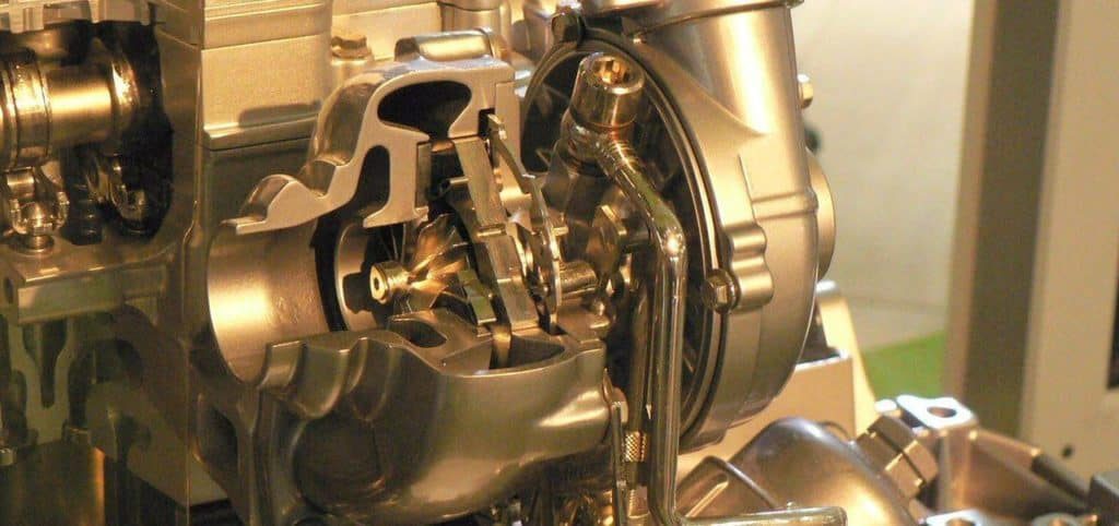 توربو در سرعت های بسیار بالا کار می کند , بدین معنی که در فشار و دمای بالایی به کار می افتد