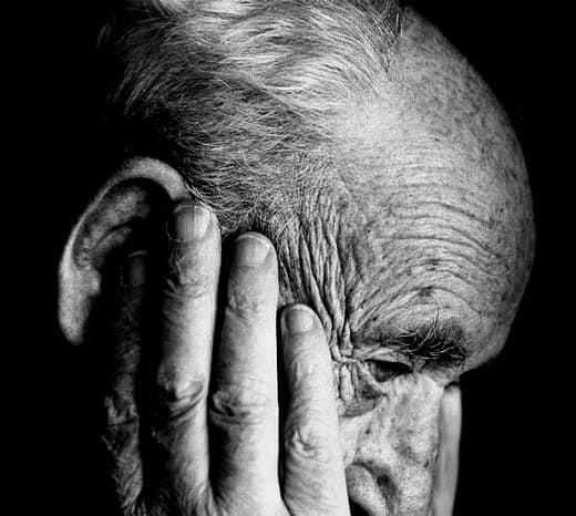 آلزایمر و ۸ ماده غذایی که  به تقویت حافظه و جلوگیری از این بیماری  در  شما کمک می کنند