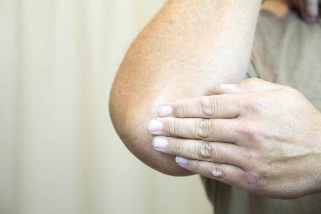 ساییدن، تیرگی آرنج را از بین می برد