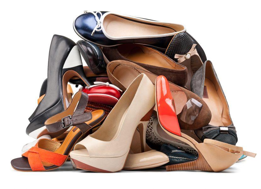 در انتخاب کفش با رنگ مناسب به رنگ لباس ها توجه کنید