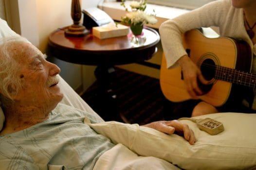 تاثیر موسیقی و عملکرد موسیقی در کاهش درد