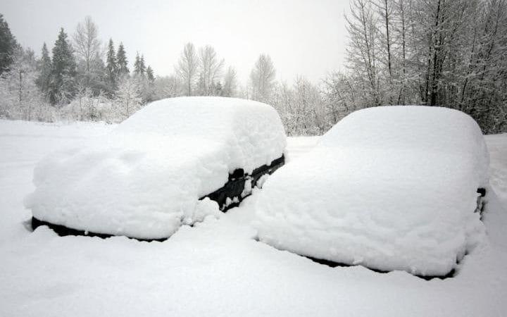 اگر روی سقف خودروی شما برف نشسته است حتما آن را پیش از رانندگی پاک کنید .