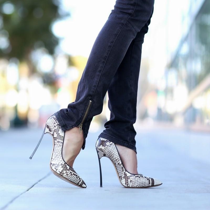 راه رفتن با کفش پاشنه بلند به مدت طولانی زیان آور است