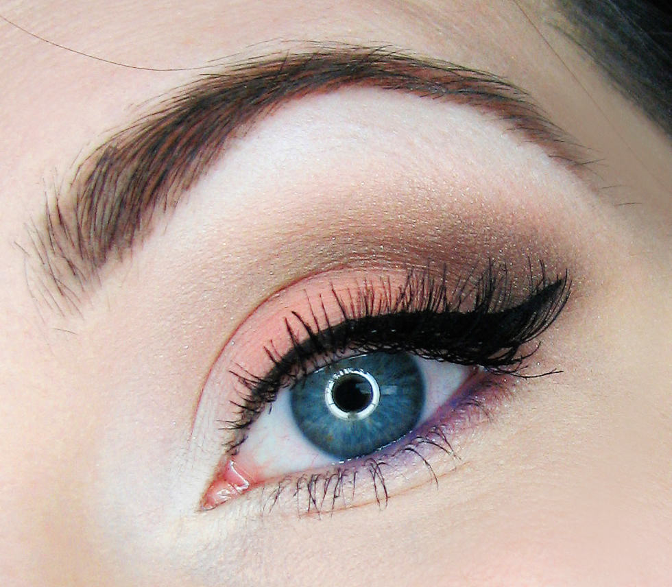 سلامت چشم و ۵ ماده غذایی که به سلامت چشمان شما کمک می کنند