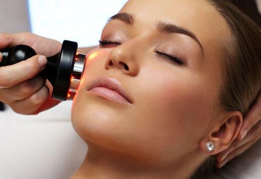 مشکلات پوست چرب و راههای درمان آن در چند مرحله