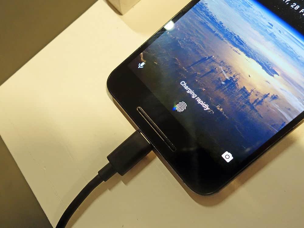 گام دوم برای شارژ سریع موبایل: گوشی خود را مدام چک نکنید