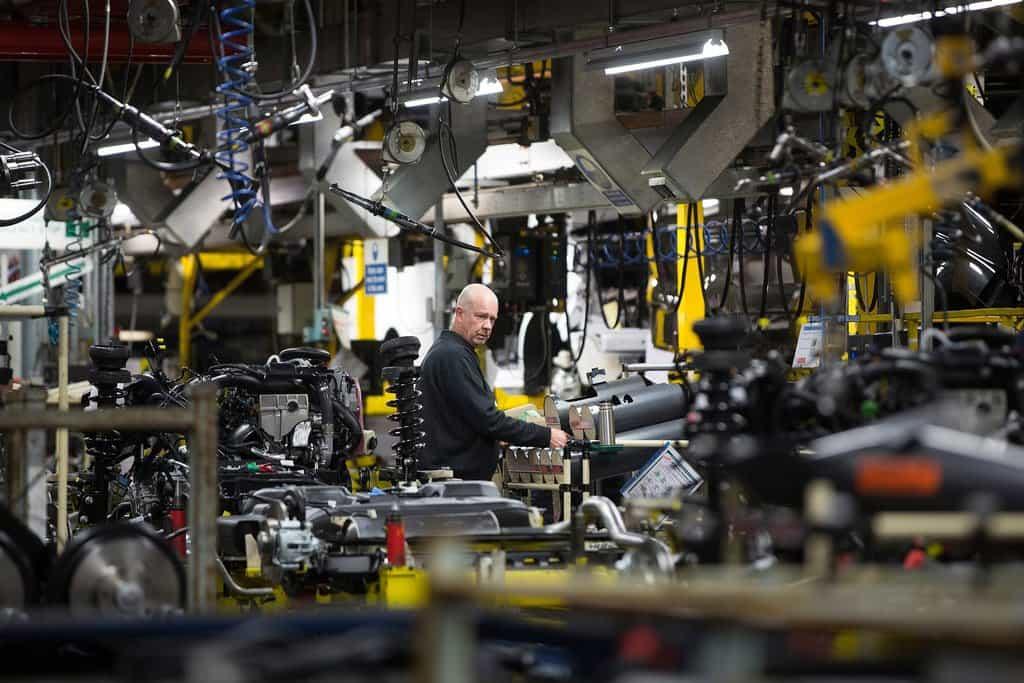 PSA در توافق شرکت Opel جنرال موتور با موانع سیاسی روبرو شده است