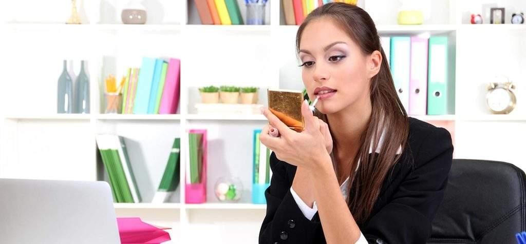 برق لب آرایش مناسب برای محیط کار