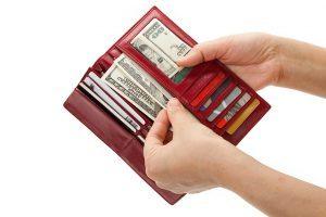 آیا میدانید چه چیزهایی را نباید در کیف پول خود قرار دهید؟