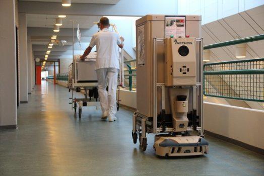 ربات ها در انبارداری و فعالیت های فیزیکی به کمک انسان میآیند