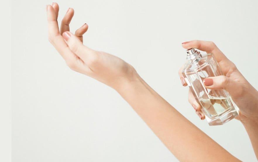 استفاده از عطر روی پوست تمیز و مرطوب