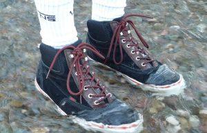 انتخاب کفش ضدآب مناسب و روشهایی ساده برای ضدآب کردن کفش