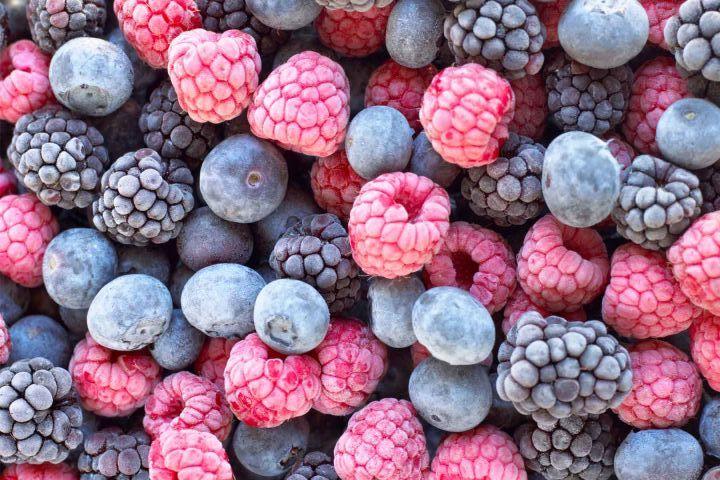خوردن میوه های منجمد به زیباتر شدن پوست شما کمک میکند