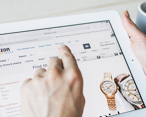 فروش مستقیم کالاها، از طریق فروشگاه های اینترنتی – تولیدکنندگان در حال تلاش برای ایجاد ارتباط مستقیم با مشتریان