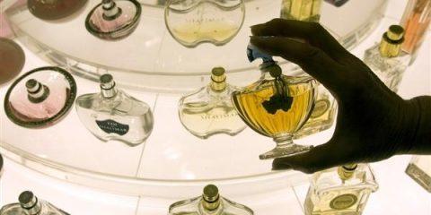 در سه مرحله عطر اصل را از عطر تقلبی تشخیص دهید