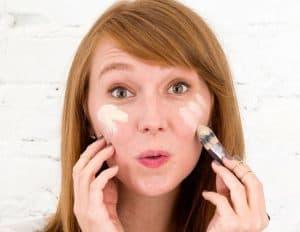 روش صحیح استفاده از کرم پودر و فونداسیون در آرایش روزانه
