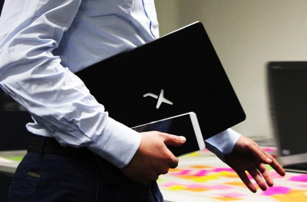 لپ تاپ میرابوک (Mirabook) به شما امکان تبدیل گوشی به لپ تاپ را میبخشد