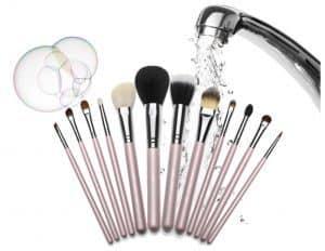 نظافت ابزارهای آرایشی ، اهمیت آن و روش صحیح انجام آن