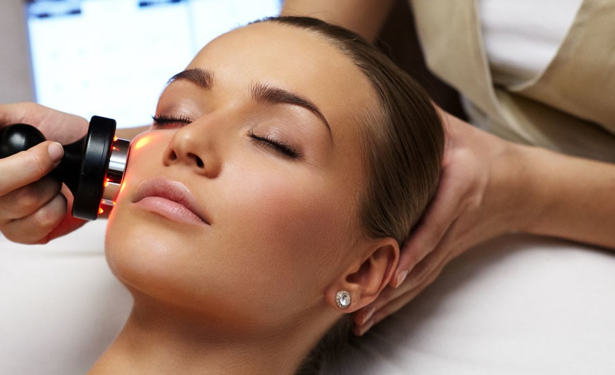 آشنایی با لیزر لایه برداری پوست، کاربردها و عوارض آن
