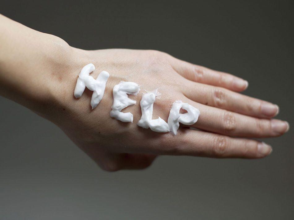 با دستان خشک و ترک خورده چه کنیم؟ روشهای ساده برای درمان خشکی دست