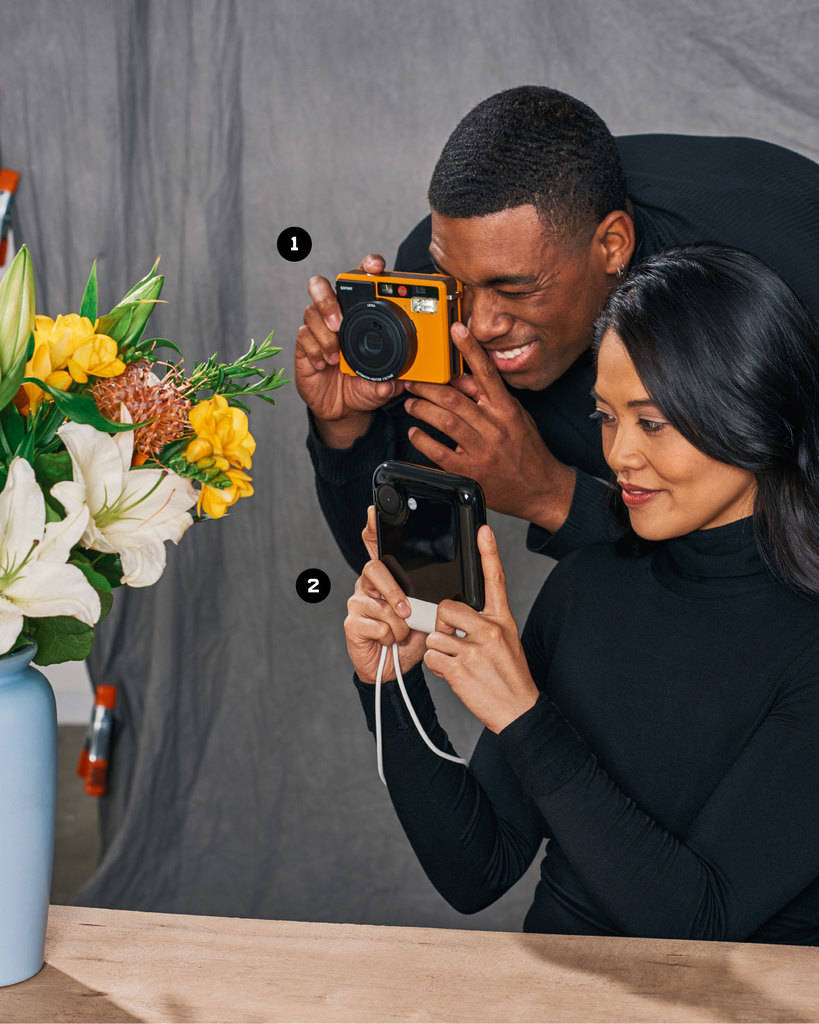 دوربین فوری (پولاروید) برای در دست داشتن سریع عکس پس از ثبت