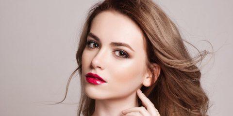 خانمهایی که پوست روشن دارند چگونه باید لباس بپوشند و آرایش کنند؟