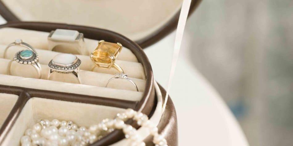 روشهایی ساده برای تمیز کردن جواهرات بدون آسیب زدن به آنها