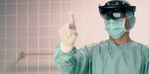 هولولنز مایکروسافت (HoloLens) و یاری آن در جراحی ستون فقرات