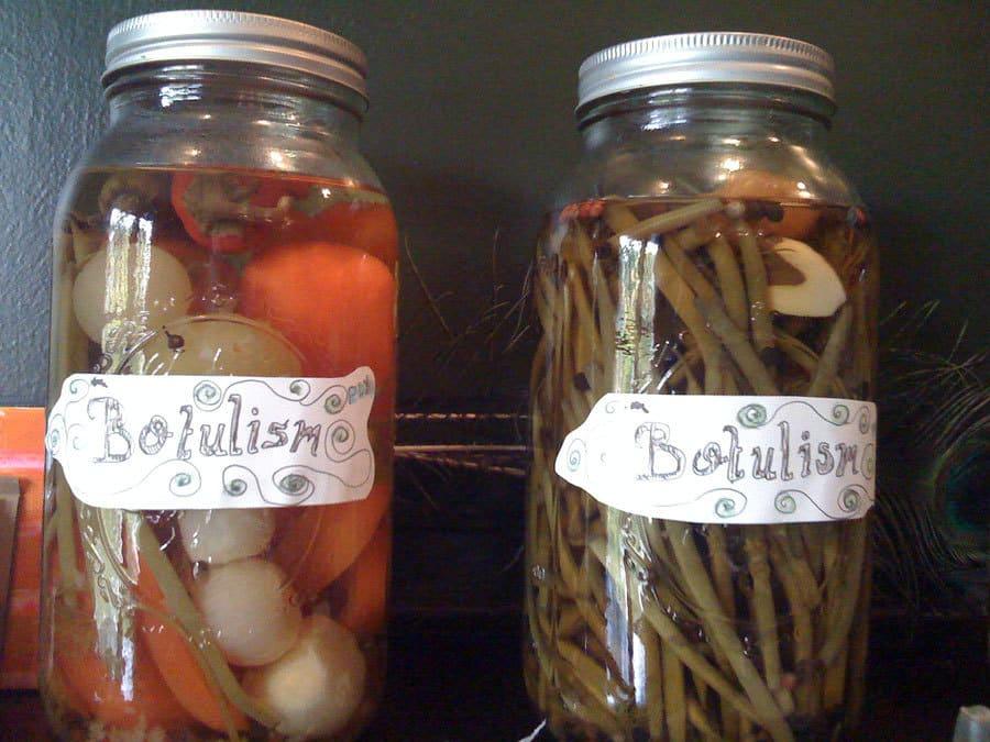 بوتولیسم: نگاهی به این مسمومیت غذایی نادر اما بسیار مهلک باکتریایی