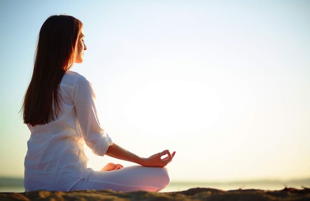 کاهش درد مزمن کمر با استفادهی مستمر و منظم از حرکات یوگا