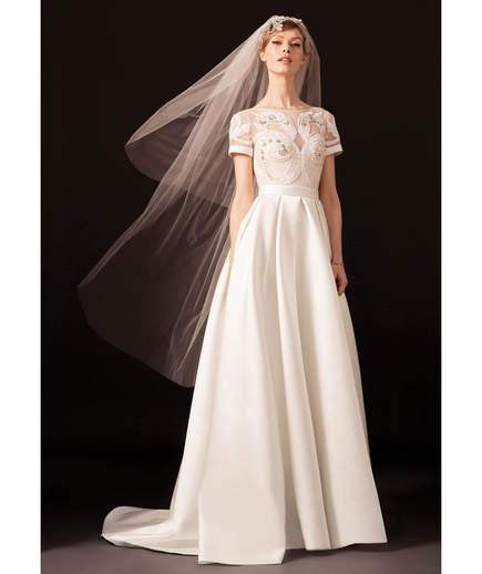 لباس عروس با یقه بسته