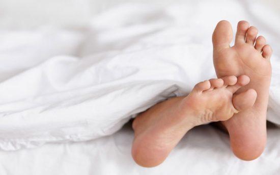 علائم بیماری سندرم پاهای بیقرار