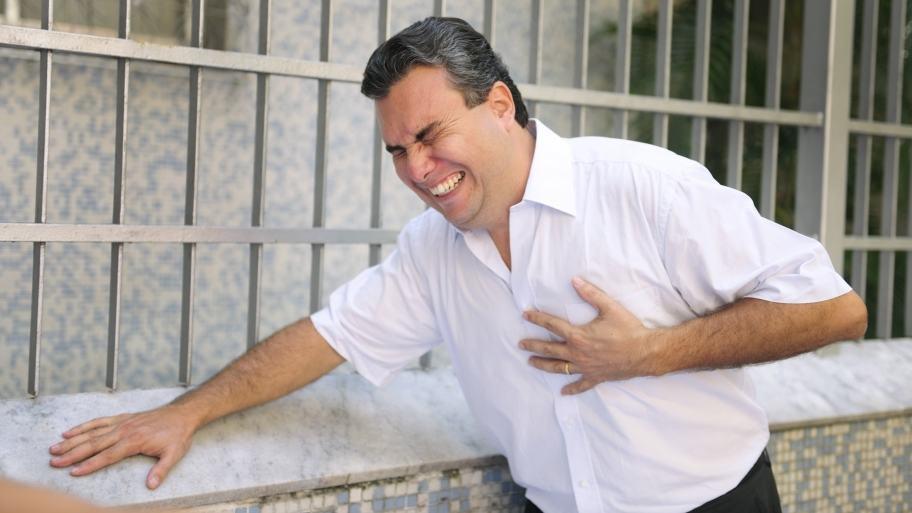 دلایل و علائم درد قفسه سینه