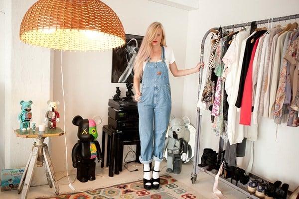 ۱۲ روش که از شر لباس های قدیمی تان خلاص شوید