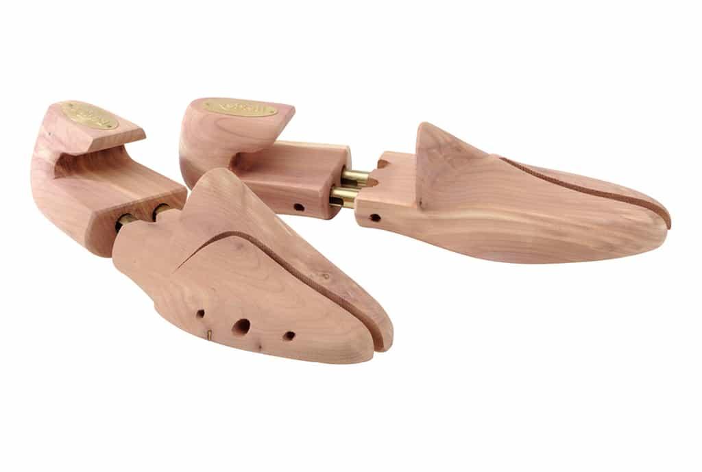 چوب سدر برای رفع جیرجیر کفش
