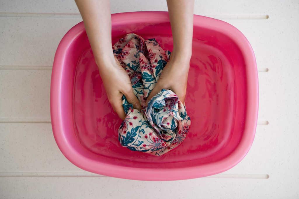 آبکشی پس از شستن لباس