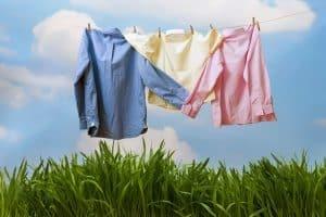 برای شستن لباس ها با دست به این نکات مهم توجه کنید
