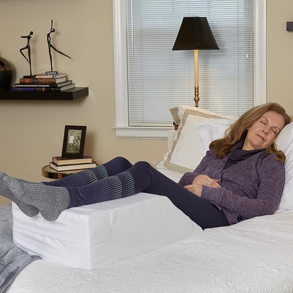 بالا بردن پاها به هنگام خواب