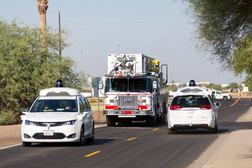 خودروهای خودران Waymo رفتار هوشمندانهای در موقعیتهای اضطراری دارند