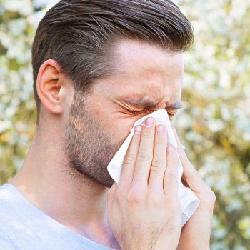 قرص دیفن هیدرامین یا بنادریل برای بهبود علائم حساسیت یا سرماخوردگی