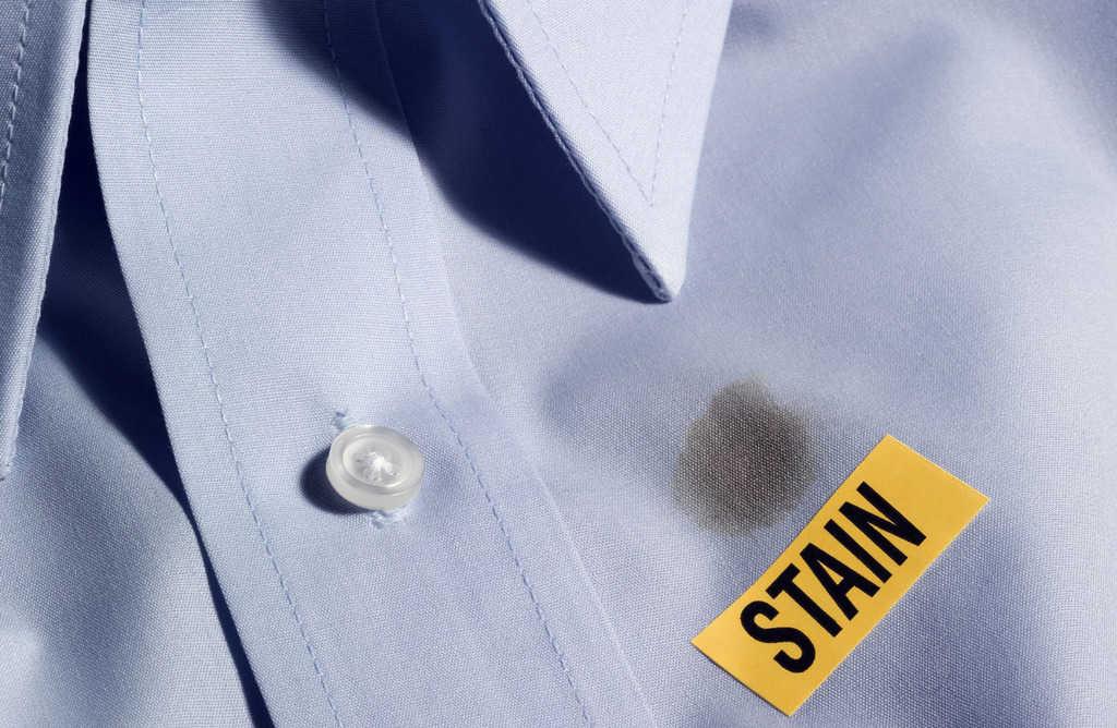 لکههای روغنی را با این روش از روی لباسها پاک کنید