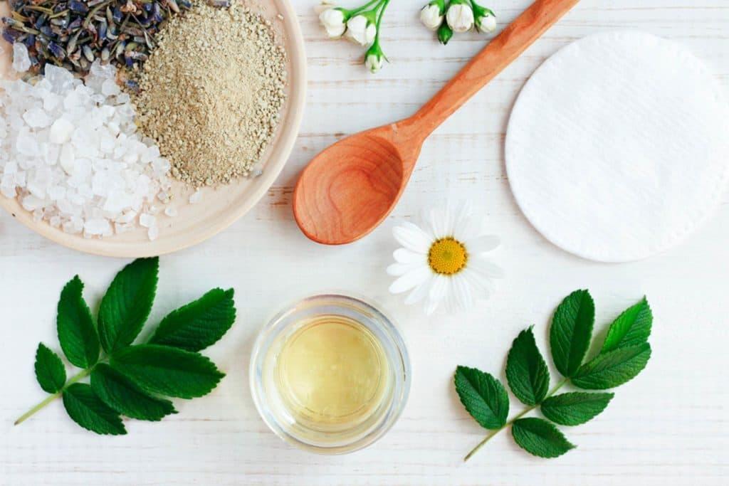 استفاده از محصولات با پایه معدنی برای مراقبت از پوست