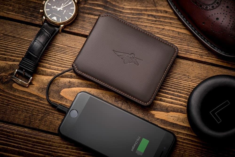 کیف پول هوشمند همه کارهای که جز سخن گفتن تقریبا هر کاری انجام میدهد!