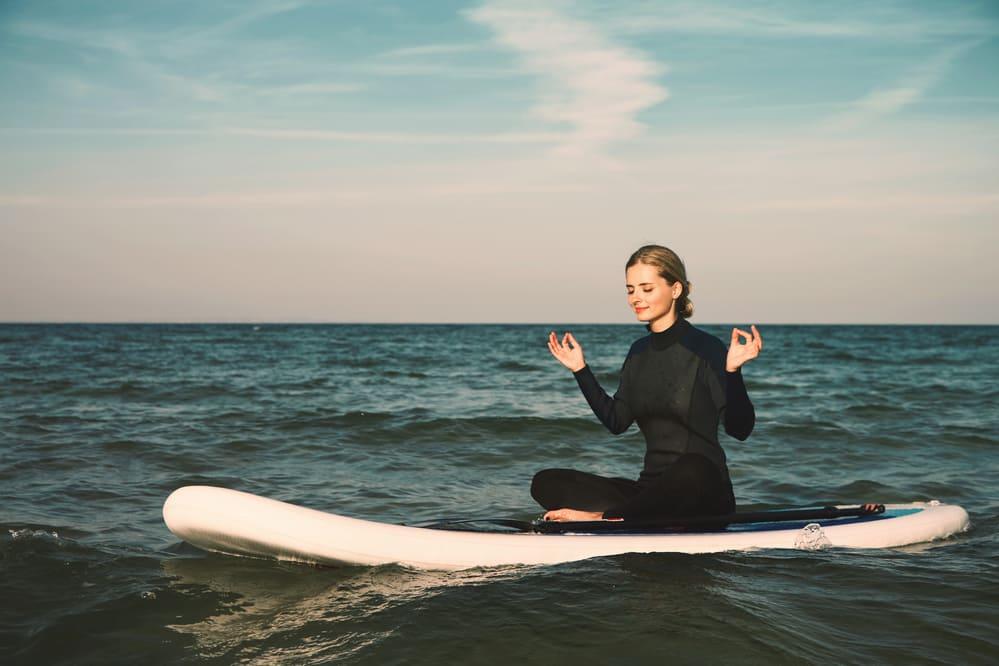 یوگا روی دریا