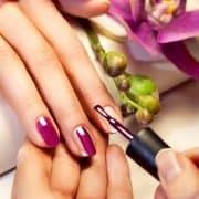 اشتباهات رایج در مانیکور و آرایش ناخن که باید آنها را کنار بگذارید