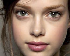 اگر میخواهید آرایش طبیعی و ملایم داشته باشید به این نکات توجه کنید