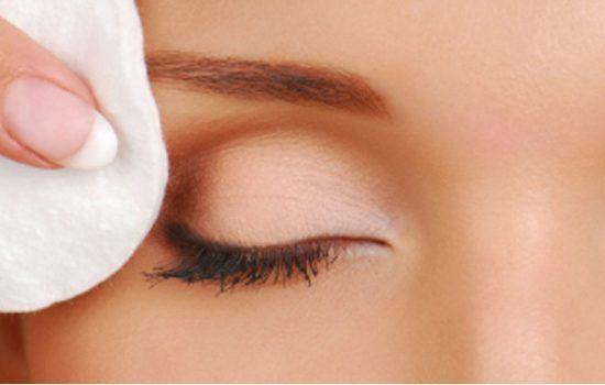 روشهای ساده برای پاک کردن ریمل چشم بدون دردسر و کثیف کاری